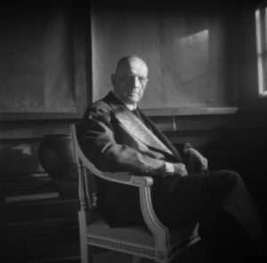 "Jean Sibelius in seinem Haus ""Ainola"",Fotografie von Santeria Levas, um 1940–45 Flickr, The Finnish Museum of Photography"